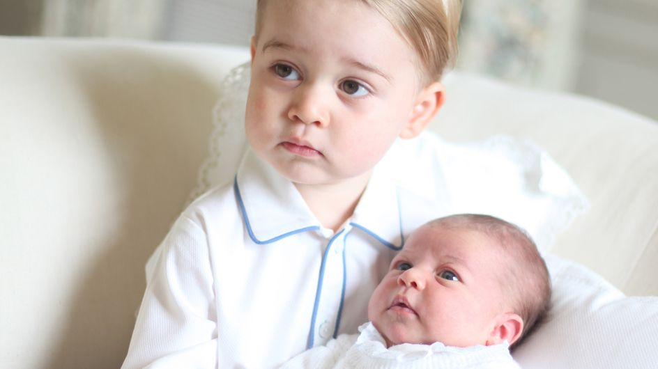 Découvrez les premières photos officielles de la princesse Charlotte avec son frère George