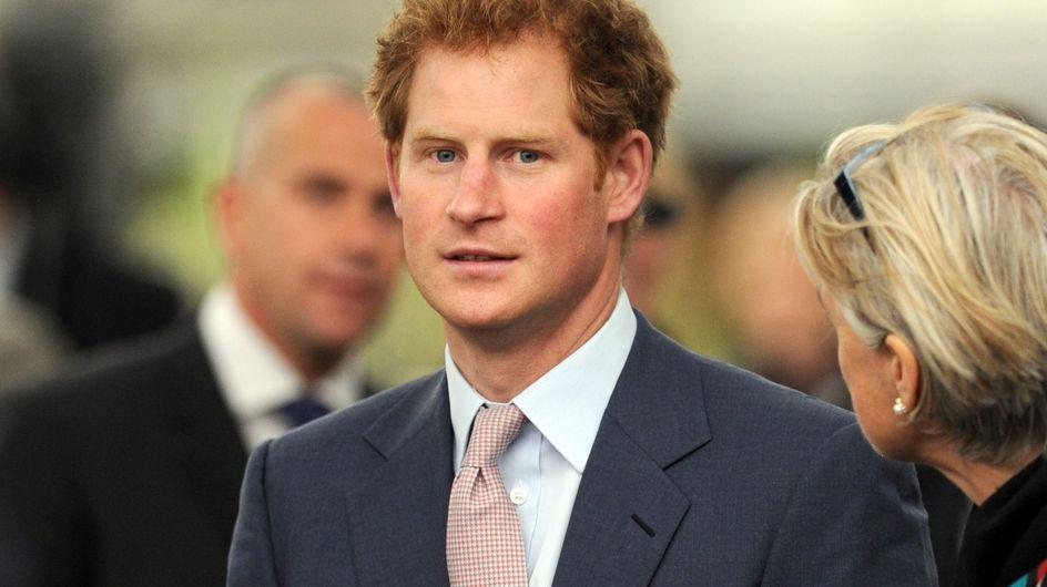 Le prince Harry flirte avec une actrice avant d'assister à la pièce de Cressida Bonas