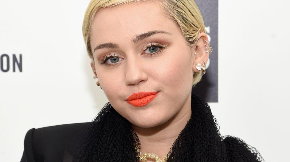Miley Cyrus nue (avec un cochon) en couverture de Paper Magazine (Photos)