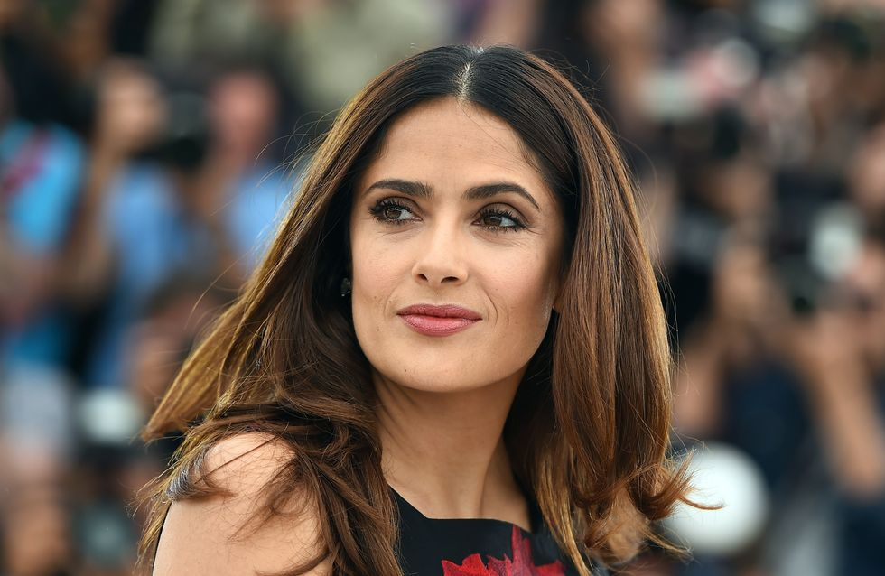 Salma Hayek et son décolleté ravageur aux Guys' Choice Awards (Photos)