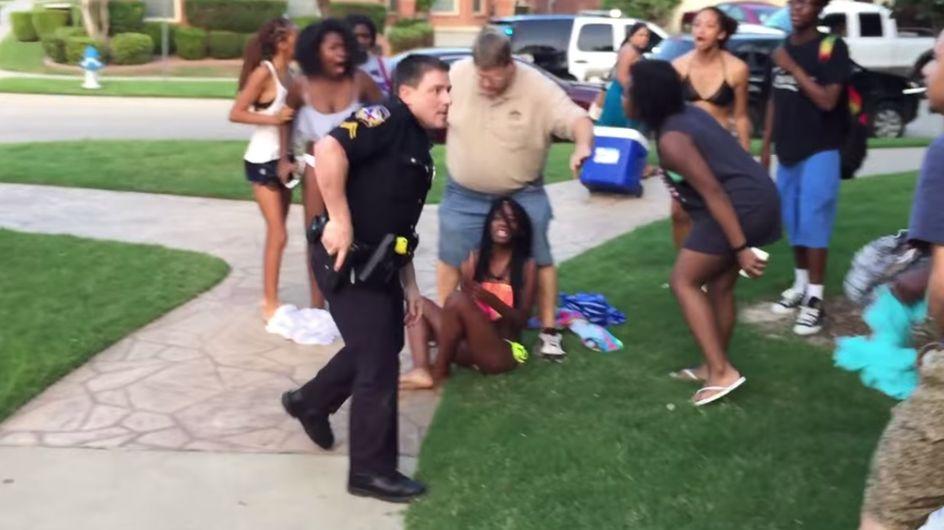 La vidéo d'un policier texan menaçant des ados noirs avec son arme fait scandale