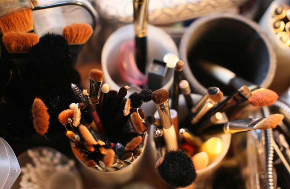 O certo e o errado na hora de lavar seus pincéis de maquiagem