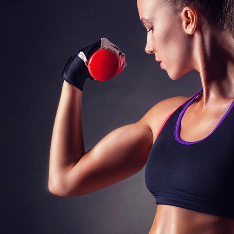 muskulöse frauen arme