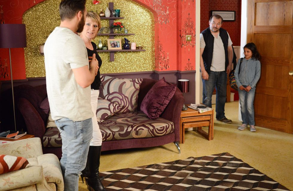 Eastenders 26/06 - A nervous Dean meets his daughter for the first time