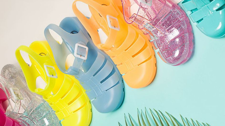 25 Ladies That Prove Jelly Shoes Should Have Never Gone Out Of Fashion