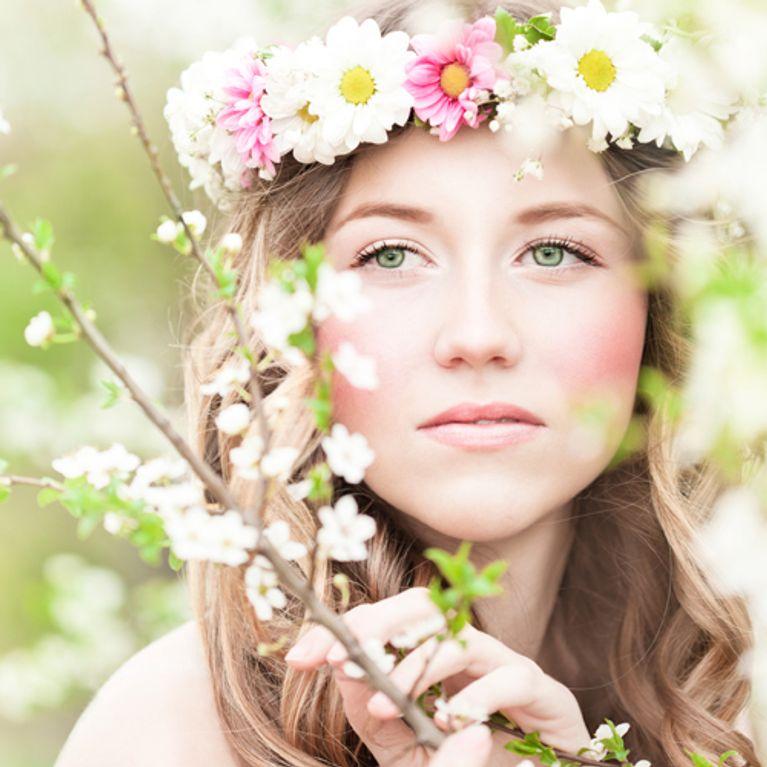 e8d76b43befd94 DIY für Sommerbräute: Blumenkranz für die Haare zum Selbermachen