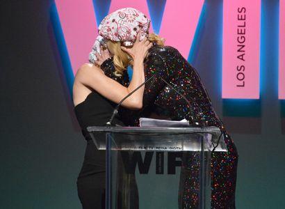 Le baiser de Naomi Watts et Nicole Kidman.