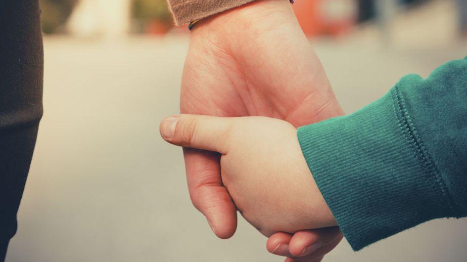 Los padres de un niño con cáncer cerebral recaudan dinero para cumplir sus últimos desos