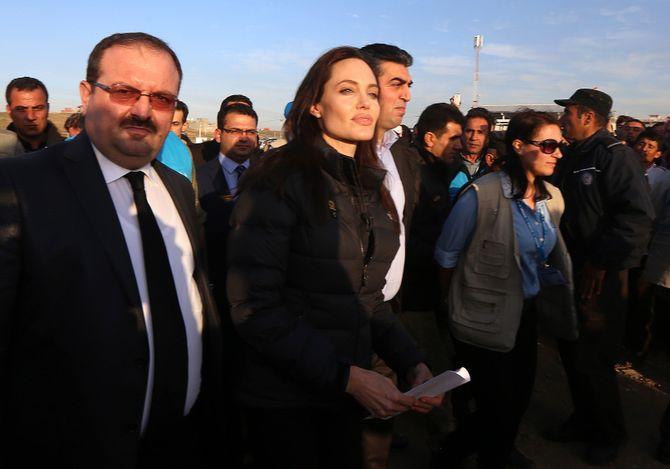 Angelina Jolie visite un camp de réfugiés en Turquie.