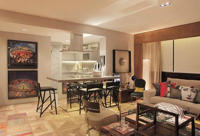 Cozinha americana integrada à sala de estar em projeto de Paola Ribeiro