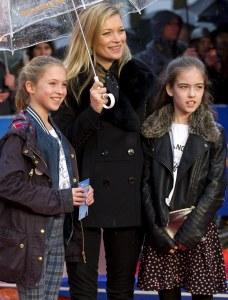Kate Moss avec sa fille et une amie.