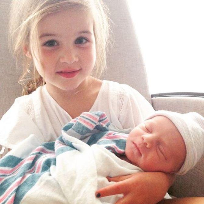 La petite Harper et son frère Holt