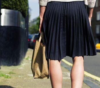 Una escuela inglesa prohíbe a sus alumnas llevar minifalda porque distraen a lo