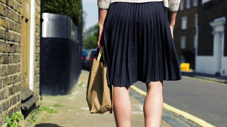 Una escuela inglesa prohíbe a sus alumnas llevar minifalda porque distraen a los profesores