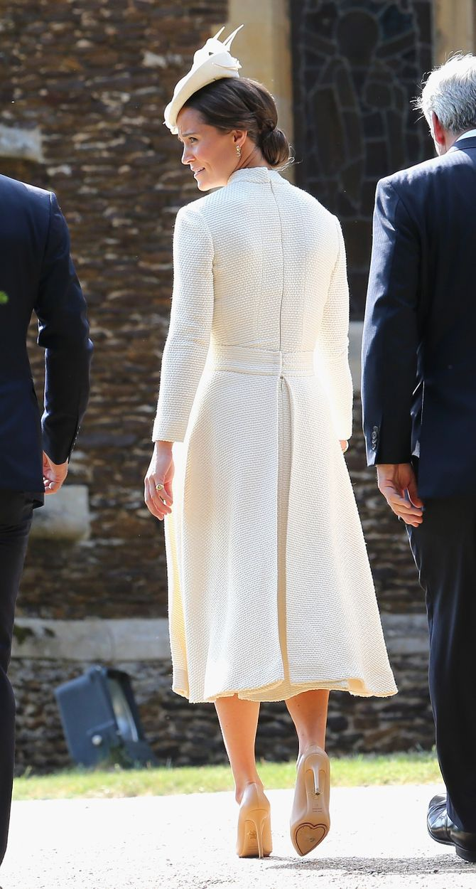 Pippa Middleton en total look blanc pour le baptême de la princesse Charlotte