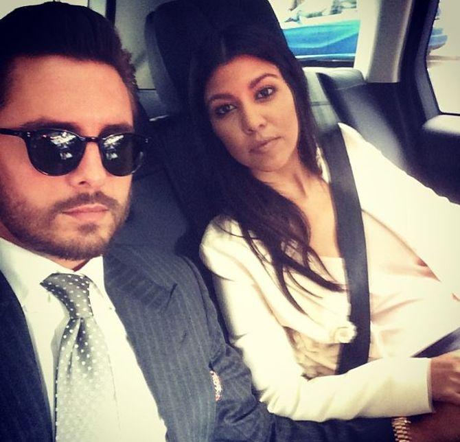Scott Disick et Kourtney Kardashian en voiture.