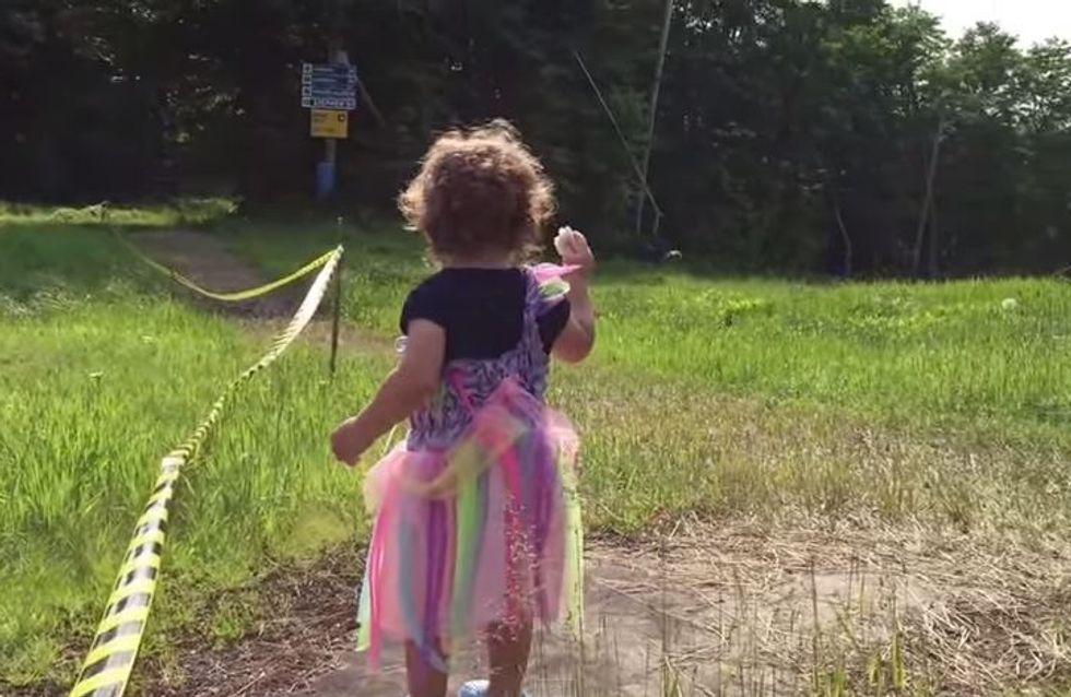 Dieses kleine Mädchen versteht die Welt nicht mehr - und das alles wegen einer Ente