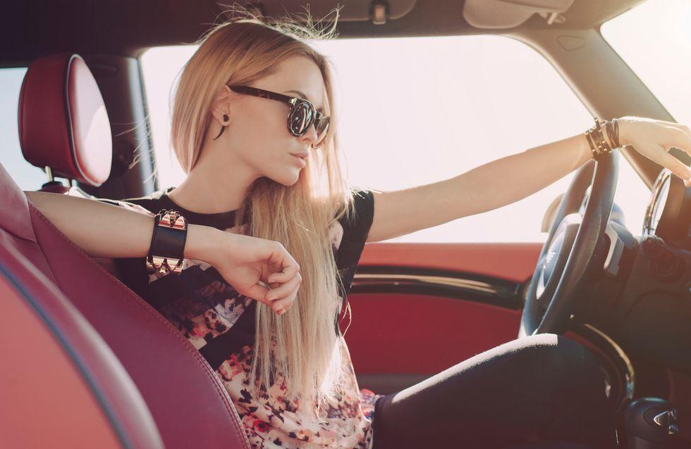 Erwischt! 12 Dinge, die wir ALLE im Auto tun - aber niemals zugeben würden
