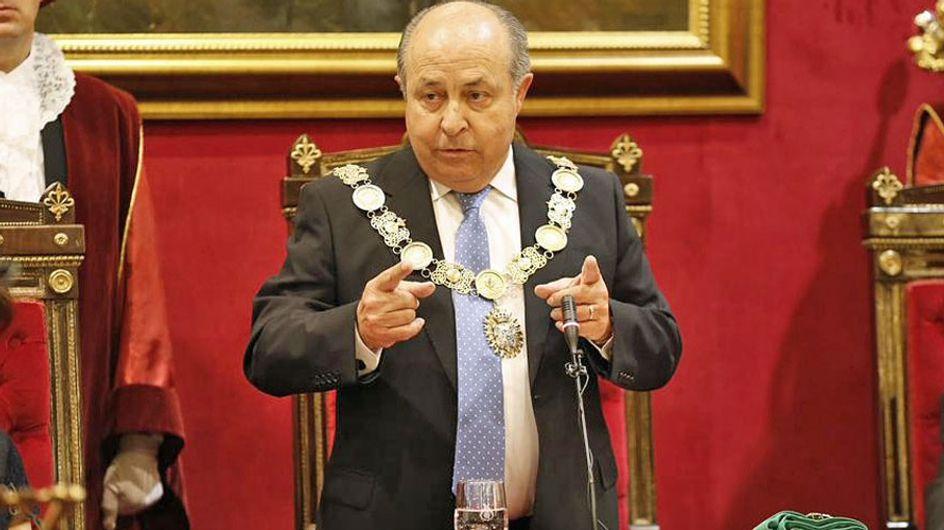 Alcalde de Granada: Las mujeres, cuanto más desnudas, más elegantes