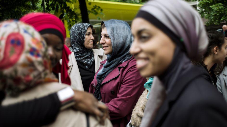 Un collectif de femmes musulmanes manifeste contre le voile à Paris
