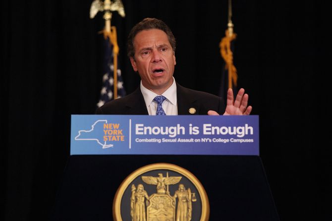 "Andrew Cuomo annonce l'élargissement de la loi ""Enough is enough""."