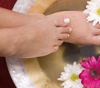 Caviglie gonfie e gambe pesanti? Ecco 9 rimedi naturali per la bellezza delle tu