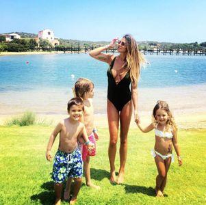 Alcune dolci immagini di Claudia in vacanza con i figli