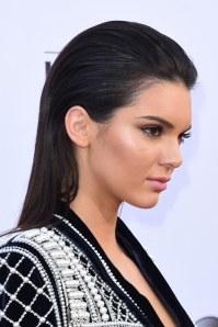 Le slick hair de Kendall Jenner