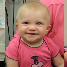 Bebê com deficiência auditiva ouve a voz de seus pais pela primeira vez e é só sorrisos