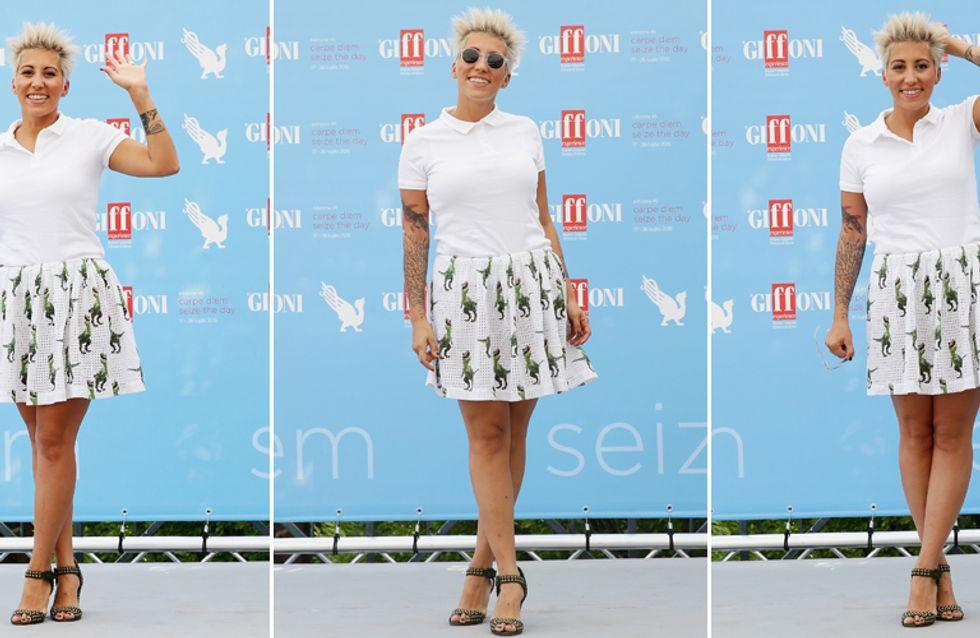 Malika, ma come ti vesti? Lo strano, e improbabile, look della cantante al Giffoni Film Festival!