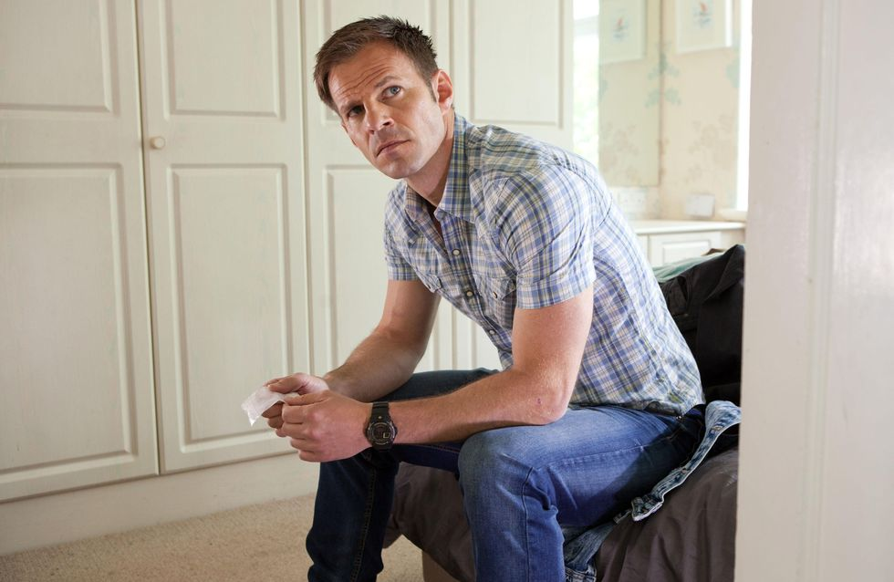 Hollyoaks 29/07 - Zack is stunned when he sees Lisa and Wayne kissing