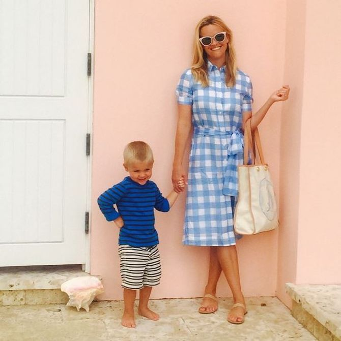 Reese Witherspoon et son fils en balade