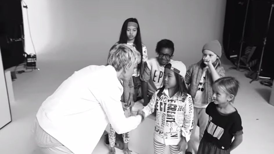 Ellen DeGeneres et Gap lancent une collection de vêtements unisexes pour les enfants (Vidéo)