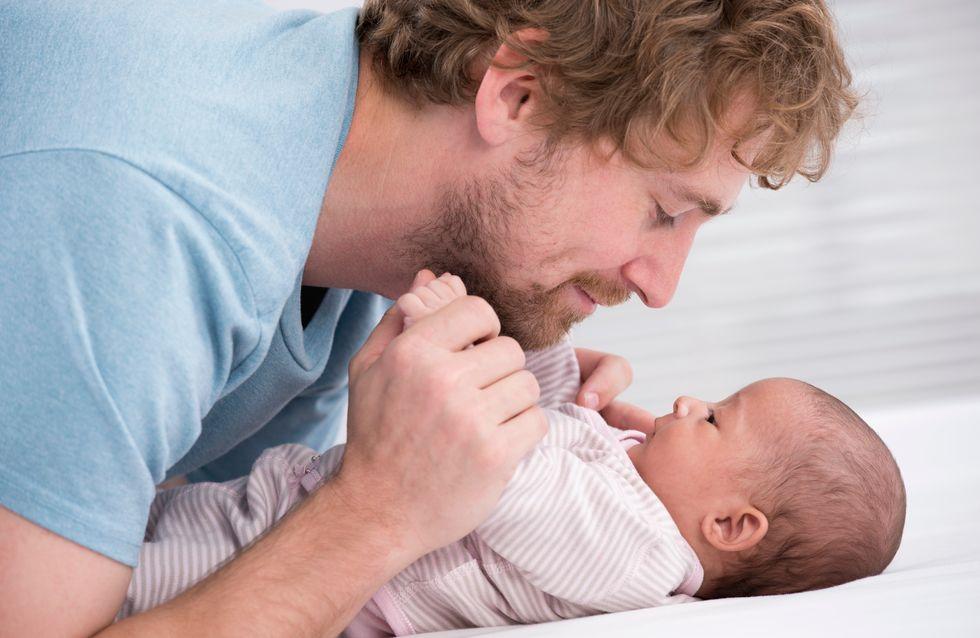 Avoir un bébé aurait une influence sur le poids des hommes