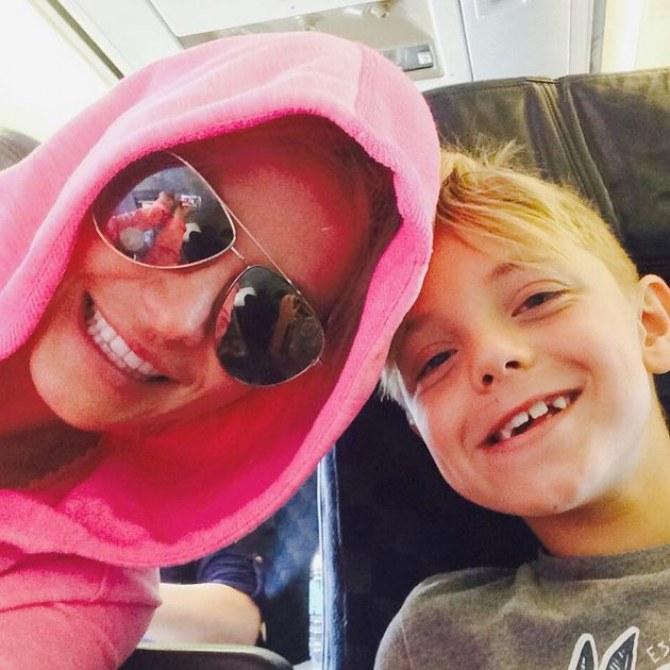Britney Spears et son fils Jayden dans l'avion pour Hawaï