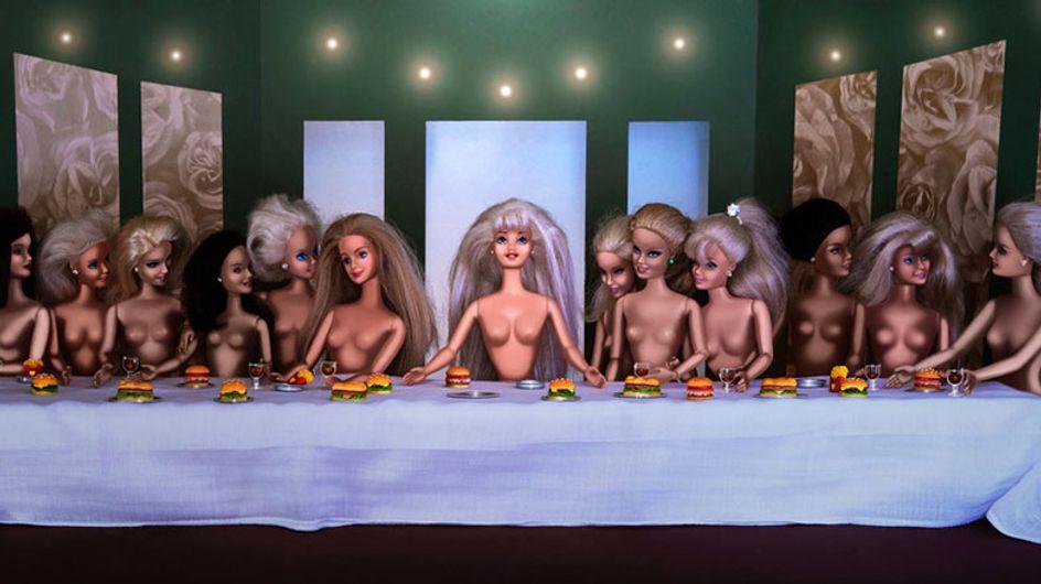 As Barbies invadiram as obras de arte