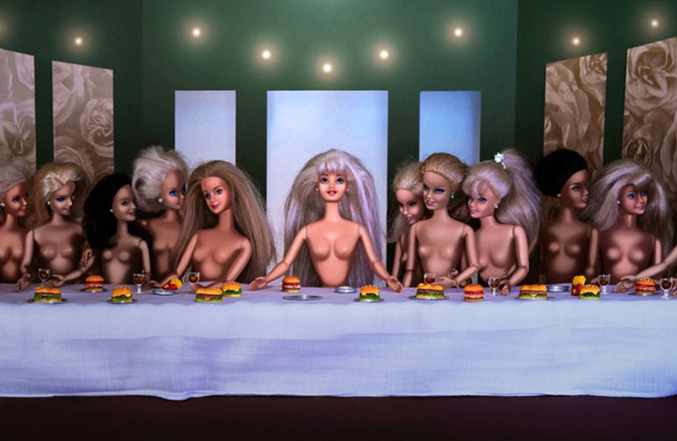 As Barbies invadiram as obras de arte