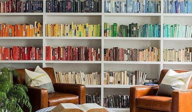 kleines wohnzimmer einrichten farbstruktur schaffen