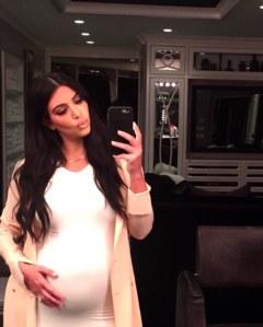 Kim Kardashian con il pancione