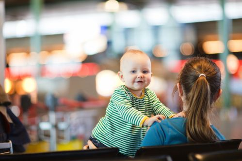 Was darf ins Handgepäck? Reisen mit Baby