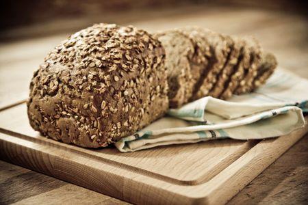 El pan integral contiene menos carbohidratos