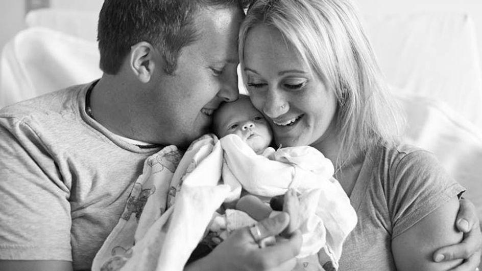 El emocionante momento en que unos padres conocen por primera vez a su bebé adoptado