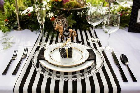 Banquete en blanco y negro
