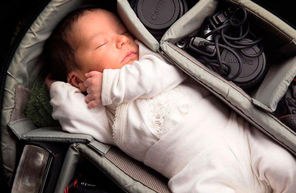 Fotógrafos registram imagens adoráveis de seus bebês em mochilas para câmeras