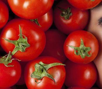 8 usos sorprendentes del tomate en belleza