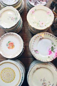 Vaisselle anglaise dépareillée