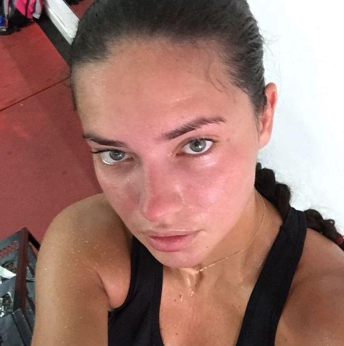 Adriana Lima sans maquillage.