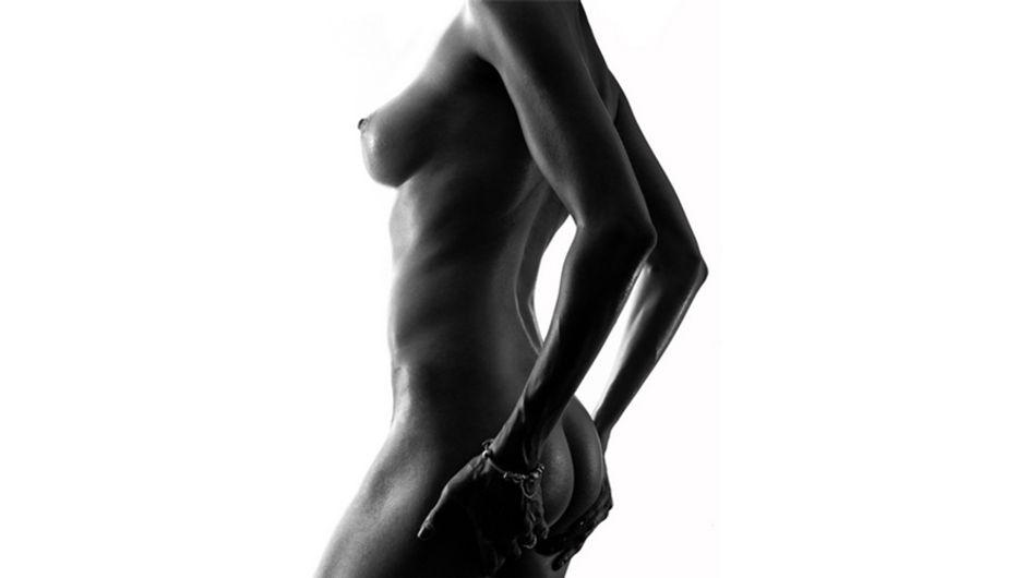 La belleza del cuerpo femenino en una serie en blanco y negro