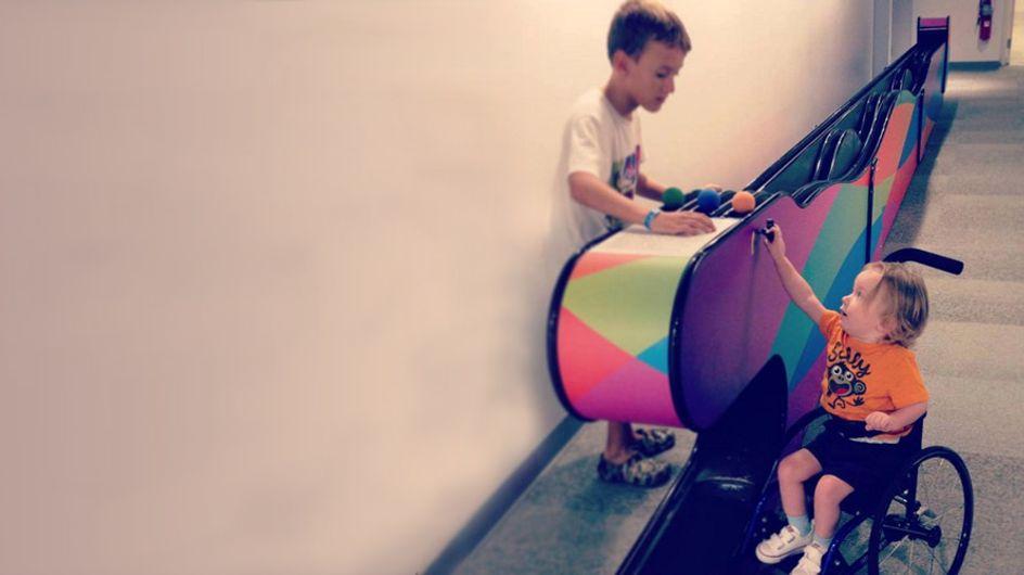 Was dieser Junge für einen kleinen, kranken Jungen im Rollstuhl tut, ist wirklich bewegend