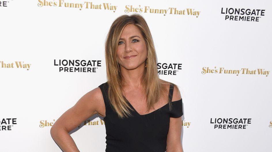 Jennifer Aniston dévoile son alliance sur le tapis rouge (Photos)